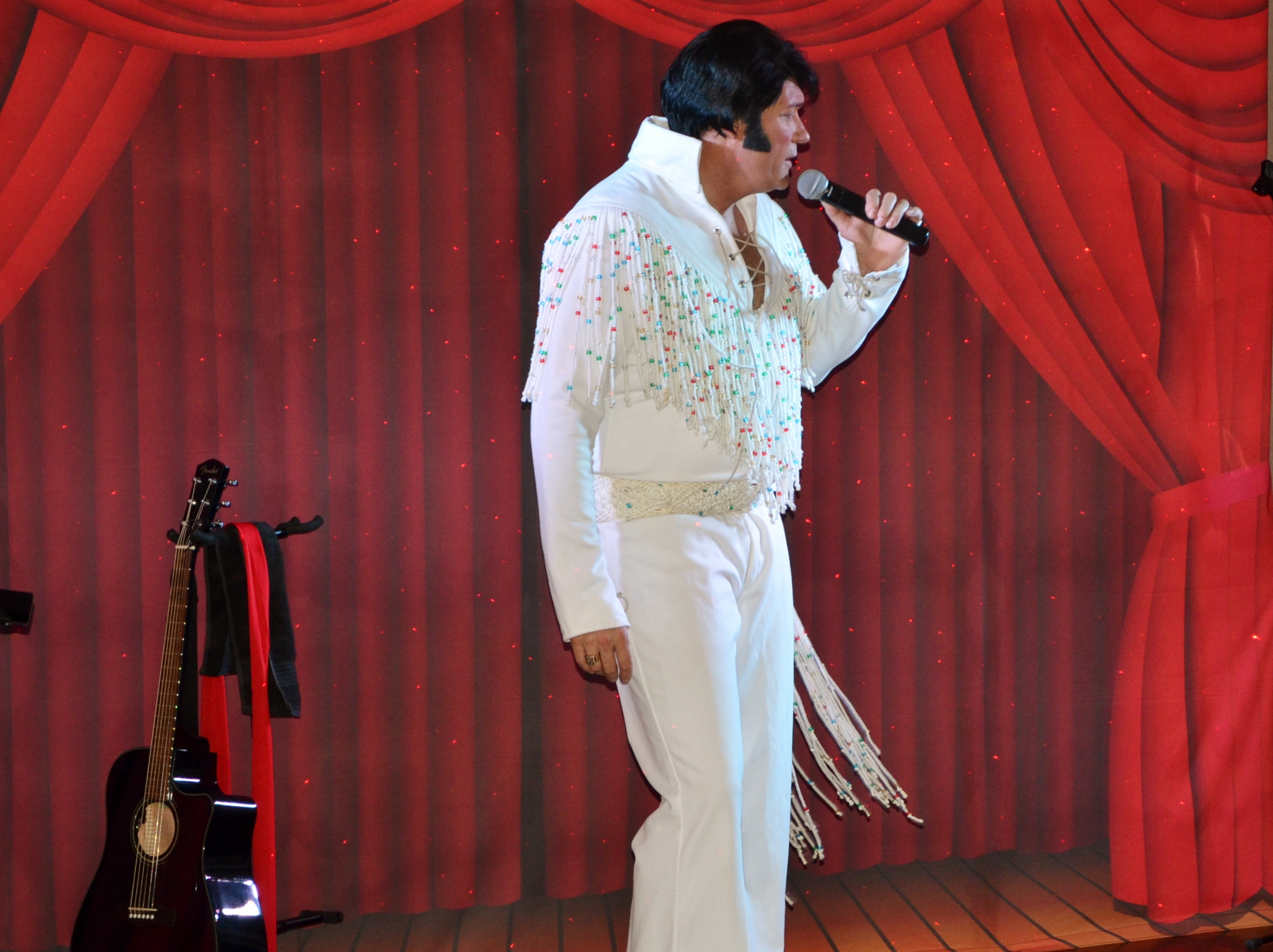Elvis-Impersonation-Show